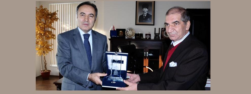 VALİ ALTIPARMAK'TAN ERUZRUM BARO BAŞKANI AV. FARUK TERİZOĞLU'NA NEZAKET ZİYARETİ