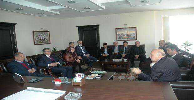 AK Parti Erzurum Büyükşehir Belediye Başkan Adayı Mehmet Sekmen, Baro Başkanımız Av. Faruk Terzioğlu'nu ziyaret etti.