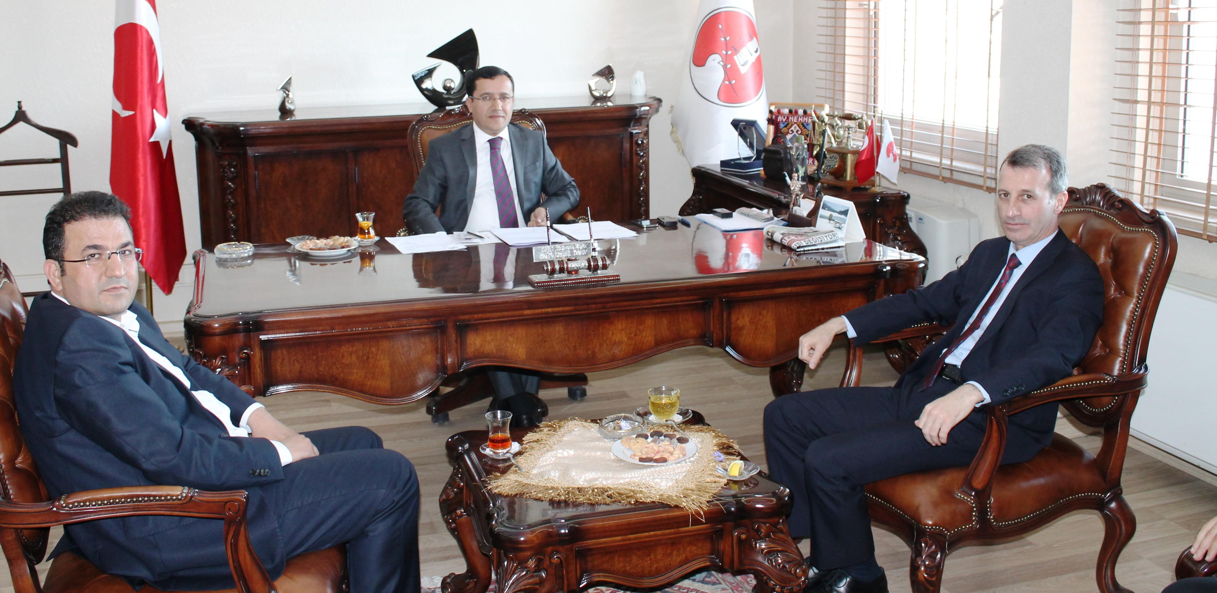 İlimiz Emniyet Müdürlüğüne atanan Sayın Metin ÖZKAN Baromuza iadeyi ziyarete bulundu.