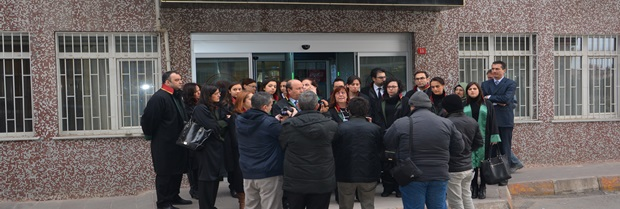 Mersin'in Tarsus ilçesinde hunharca katledilen üniversite öğrencisi Özgecan ASLAN için Baromuz Kadın Hukuku Komisyonu tarafından 16 Şubat 2015 tarihinde Kırklareli Adliyesi önünde basın açıklaması yapılmıştır.
