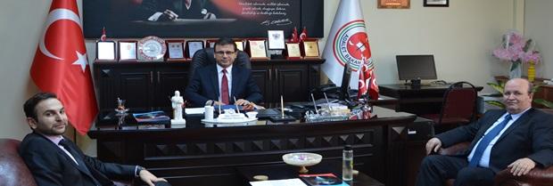 Baro Başkanı Avukat Harun SAYGILI ile Yönetim Kurulu Üyesi Avukat Onur KOCAOĞLU Kırklareli Cumhuriyet Başsavcısı Sayın İlyas YAVUZ 'u makamında ziyaret etmiştir.