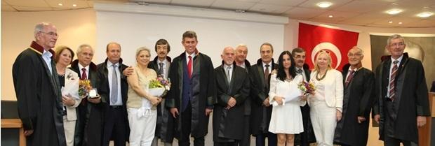 Türkiye Barolar Birliği Başkanı Av. Prof. Dr. Metin Feyzioğlu; meslekte 40. yılını dolduran Baromuz Avukatlarına Kırklareli Ticaret Borsası Konferans salonunda düzenlenen bir törenle plaket verdi.
