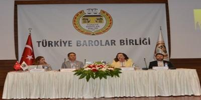 """Türkiye Barolar Birliği İnsan Hakları Merkezi tarafından düzenlenen, """"Göç ve Hukuk"""" konulu panelde masaya yatırıldı."""