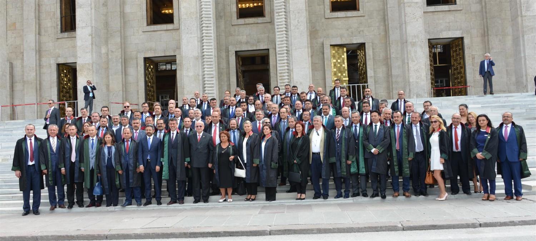 20 Temmuz 2016 Çarşamba günü Türkiye Barolar Birliği Başkanı Sayın Av. Prof. Dr. Metin FEYZİOĞLU ve Baro Başkanları, Türkiye Büyük Millet Meclisine giderek TBMM Başkanı İsmail KAHRAMAN'ı ziyaret etmiştir.