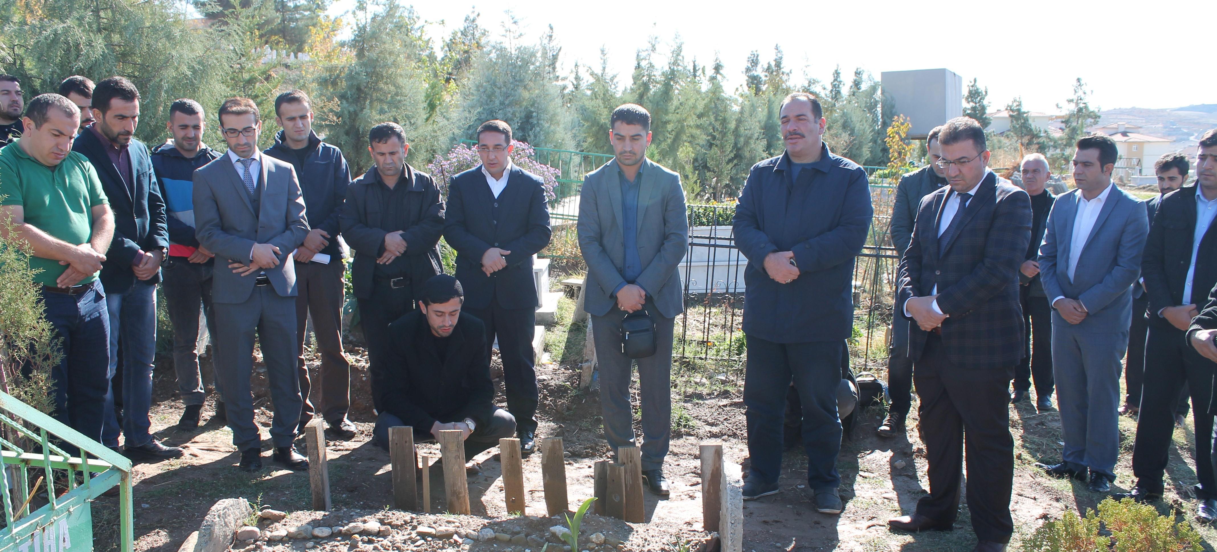 Av. Mehmet Nezir Okur'un kabri vefatının yıldönümü