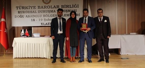 Türkiye Barolar Birliği Doğu Anadolu Kurgusal Duruşma Yarışması Bölge elemeleri Elazığ Barosu Başkanlığının ev sahipliğinde yapıldı. Yarışmaya Baromuzda katılım sağlamıştır.