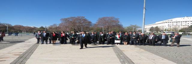 Gaziantep Barosu tarafından 5 Nisan Avukatlar Günü dolayısıyla tören düzenlendi. Demokrasi meydanı'ndaki  törende, Baro yönetimi ve üyeleri Atatürk Anıtı'na çelenk sundu.
