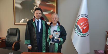 Meslekte 40 Yılını Dolduran Av. Hacı Osman AYDOĞAN'a Plaketini Baro Başkanı Av. Erol ÇAKIR Takdim Etti